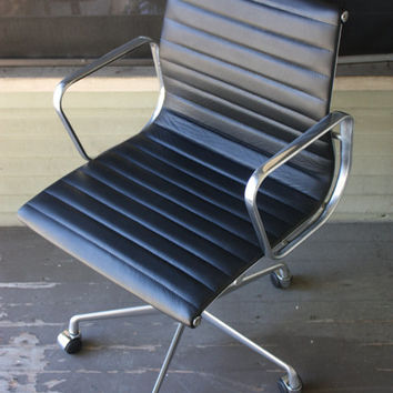 Eames Herman Miller Management Chair