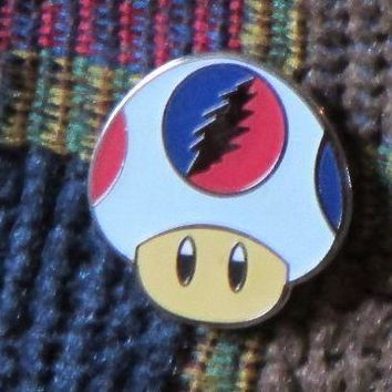 Dead Head White Glow in the Dark Video Gamer Magic Mushroom Enamel Lapel Hat Pin