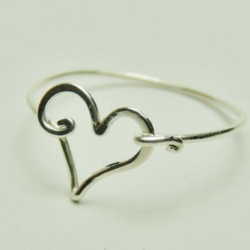 Cute heart ring made on sterling silver wire hammered gauge 20- keoops8- by Dereck Maltez custom size