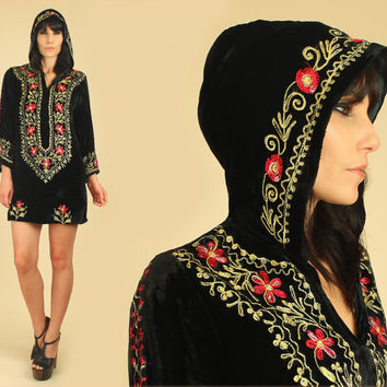 ViNtAgE 60's INDIA Black VELVET Embroidered Hooded Mini Dress // Indian Hippie Gypsy Festival Dress // Small S