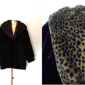 Faux fur dark brown hooded leopard coat / vintage / retro / 1970s / taup / thick / lined / winter / midi length coat