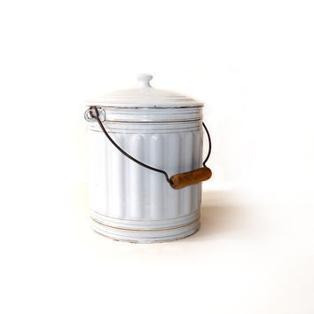 Vintage French White Enamel Bucket, 1900s - Enamel chamber pot with lid and wooden Handle