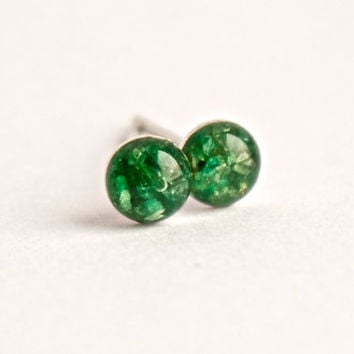 4mm Green Emerald Stud Earrings. Emerald Jewelry. Emerald Earrings. Emerald Studs. Tiny Green Emerald Stud Earrings.