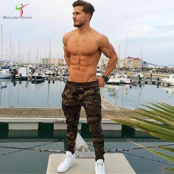 2018 New Camouflage Jogger Pants Men Fitted Active Cotton Sweatpants Male Track Pants Patchwork Casual Pants Man