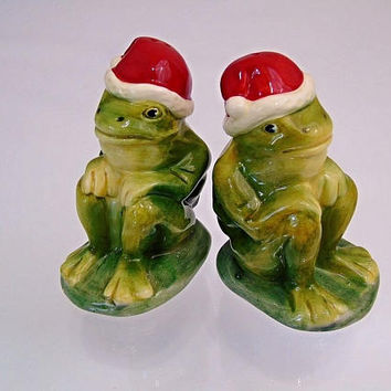 Red Santa Hat Christmas Frogs Salt Pepper Shakers Cute Pair For The Vintage Kitsch Table