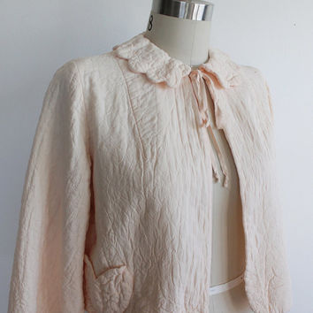 Vintage 50s Pale Peach Quilted Bed Jacket | small medium