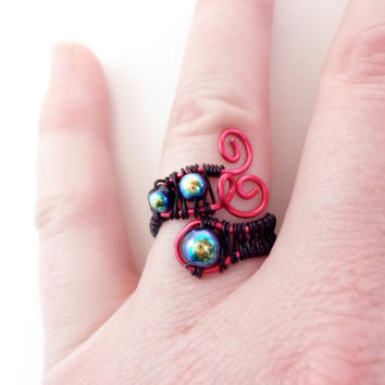 Glass Beads and copper ring. Black and Fuchsia. Wire wrapped, Adjustable.