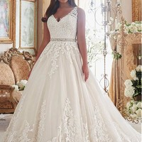 [199.99] Graceful Tulle V-neck Neckline Ball Gown Plus Size Wedding Dresses With Lace Appliques - dressilyme.com