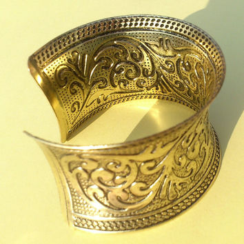 Handmade Designer Brass Bracelet with Engraving of Tribal & Traditional Design of Rajasthan