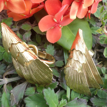 TRIFARI  Wing Gold Tone Earring Vintage  Clip On Folded Wing