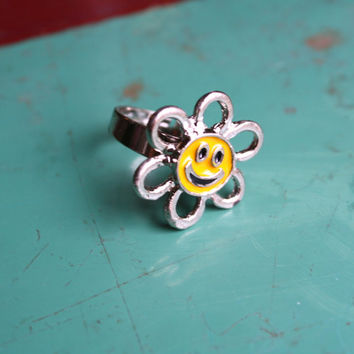 VTG 90's Smiley Face Flower Power Ring