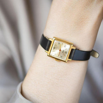 Vintage women's watch square gold plated. Minimalist watch for lady Dawn Zaria. Mechanical watch small. Retro watch gift. New leather strap