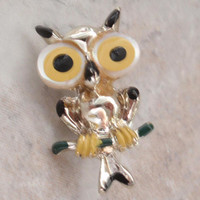 Owl Pin Brooch Big Eyes Mother of Pearl Enameled Vintage E0112