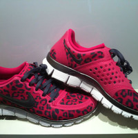 Womens Nike Pink Leopard Free Run 5.0 V4 Size 8 Fireberry Dark Grey Shoes