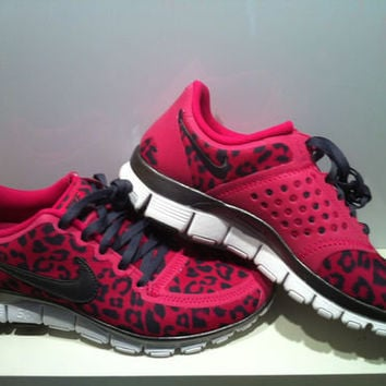 Womens Nike Pink Leopard Free Run 5.0 V4 Size 8 Fireberry Dark Grey Shoes e3c7b392cac0