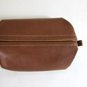 vintage cowhide leather Dopp Kit / Pouch / Travel Kit / brown with metal Zipper // ditty shaving bag