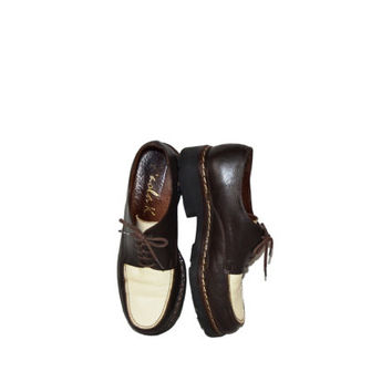 Vintage two tone shoes, womens brown oxford shoes / size 8 / lace up leather low heels