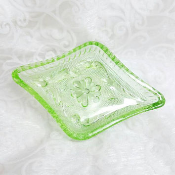 Vintage Uranium Green Glass Daisy Trinket dish, Vaseline glass Diamond Trinket Dish, Depression Glass Vanity Dish, Green Daisy Shabby Chic