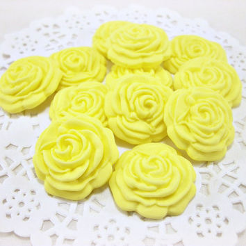 30 Yellow Wedding Favor Candy, Cupcake Fondant Flower, Rose Topper, Edible Topper, Sugar Flower Cake, Wedding Cake Topper