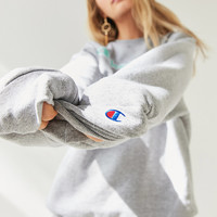 Champion + UO Powerblend Logo Crew-Neck Sweatshirt | Urban Outfitters