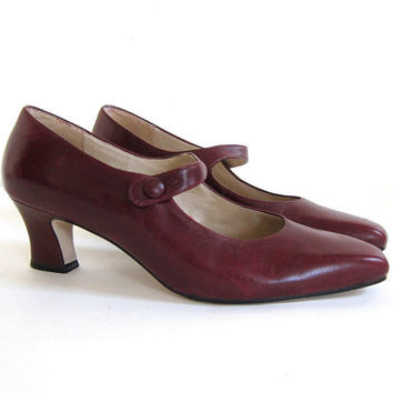 vintage burgandy red leather kitten heels. women's pumps size 8 / Etienne Aigner shoes
