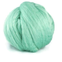 Superfine merino Wool roving 19 microns ,Colour: Frog
