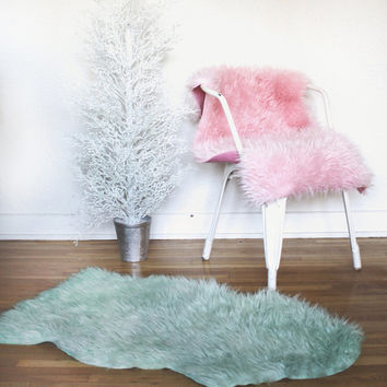 FAUX SHEEPSKIN FURS Chair Covers . Pet Bed . Area Rugs . Dinin