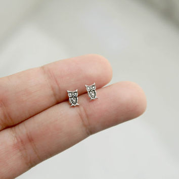 Sterling Silver Tiny Owl Stud Earrings - owl post earrings - animal jewelry - Cartilage Stud Earrings - Tragus Stud Earrings - Gift for her