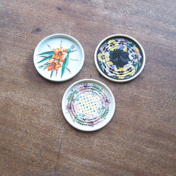 5 Tin '50s Coasters - 2 Punched/Stamped Metal Coasters with Black Cats & Flowers * 3 Floral Litho '50s Coasters - Purple and Aqua Coaster
