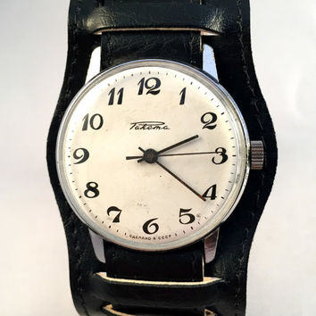 "Sleek Vintage men's watch ""ROCKET"" (Raketa), mechanical Soviet wristwatch with white off dial,brand new leather band,great gift for him."