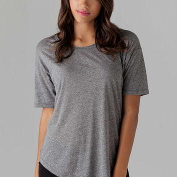 XIRENA Bobby Tee in Grey