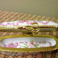 Pill Box Trinket Floral Porcelain Hinged Pink Roses Hand Painted Collector blm