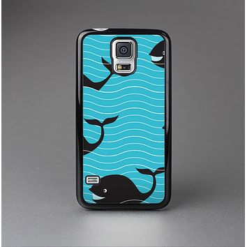 The Teal Smiling Black Whale Pattern Skin-Sert Case for the Samsung Galaxy S5