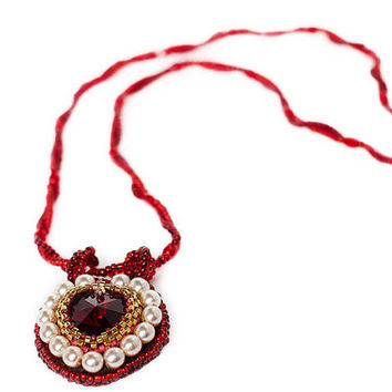 Necklace pendant Swarovski heart red jewelry, gift for her, pearl red heart pendant necklace, beadwork pendant, gift for her, love necklace