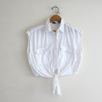 vintage cropped tshirt. cotton belly shirt. tie front top. cropped pocket t shirt. white button front top.