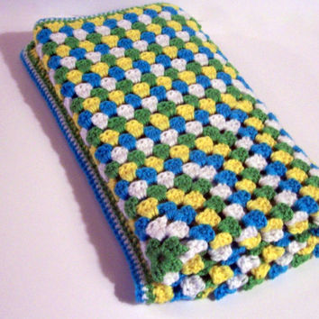 Baby blanket - Granny square in blue, white, yellow, and green