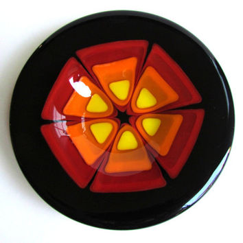 Round Plate with Retro Design in Red, Orange, and Yellow, Fused Glass Plate With Flower Design, Black and Red Dish, Op Art, Trinket Tray