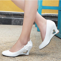Heart-shaped hollow out bowknot heels