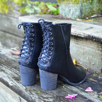 SZ 6 Stepping Out Lace Up Black Heeled Booties