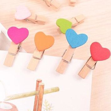 Hot Sale 100 Pcs Mini Wooden Colorful Novelty Love Heart Pegs Photo Paper Clips Wedding Decor Craft For Home Garden Papelaria