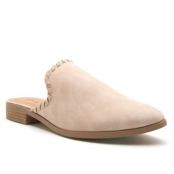 Get To The Point Ballerina Flats In Cream