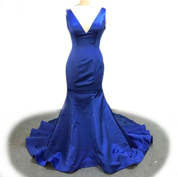 Royal Blue Mermaid Evening Dress Deep V-neck Dress Sleeveless Lace Appliques Train Party Gown
