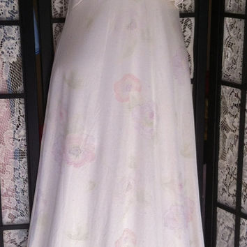 Vintage M Shabby Pale Roses Flowing sz 10 Long Sleeveless Soft Nylon Maxi Nightgown Cream Pink