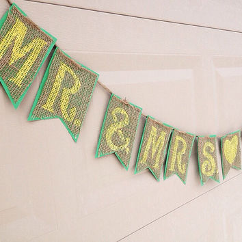Mr and Mrs Wedding Burlap Banner ; Engagement Party Banner ; Bride and Groom Banner ; Wedding Picture Banner