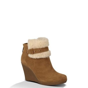 UGG ANTONIA BOOT IN CHESTNUT