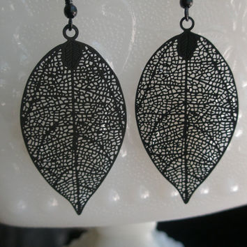 Black filigree leaf earrings- Black earrings- Filigree leaf earrings-Matte black leaf earrings- Black filigree earrings- Black leaf