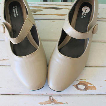 1960s BALLERINA Mary Jane Heels....size 7 womens....1960s. retro. closed toed. dancing. ballet. mary janes. strappy. nude. tan. valley lane