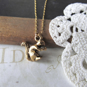 NUTTY squirrel charm necklace (gold)