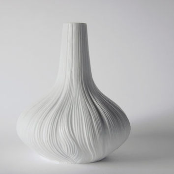 "White Large Porcelain 'Plissée' / ""Garlic""/ ""Onion"" Vase - M. Freyer for Rosenthal 1970s"