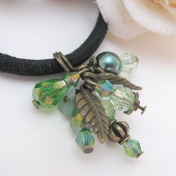 Ponytail holder with green beads and vintage bronze leaves
